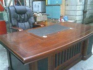 西宁老板桌椅回收,大班台回收